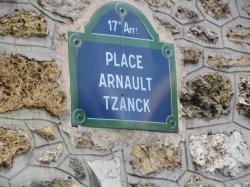 sa place  à Paris dans le 17ème arrondissement